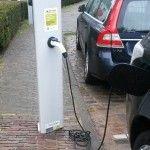 Nieuwe stroompaal voor elektrische auto's in Oisterwijk