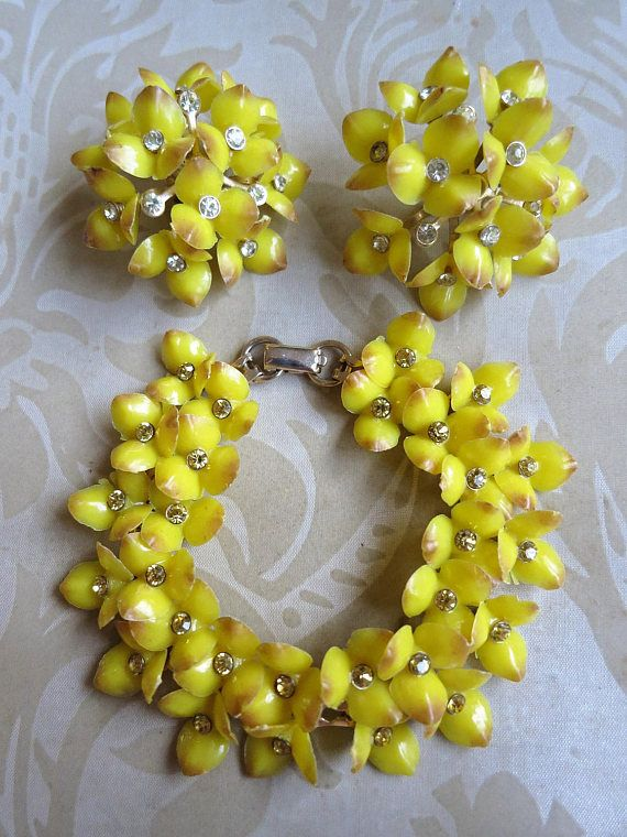 Vintage 60's yellow plastic & crystal flowers bracelet and
