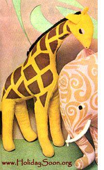 Giraffe (stuffed animal with his hands) - www.HolidaySoon.org-Russian site pattern freebie