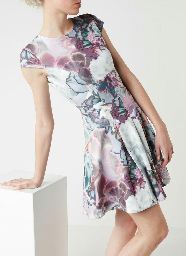 Prachtige jurk van Ted Baker.
