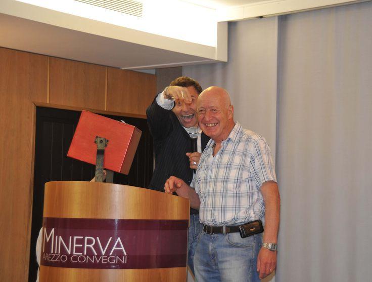 Alano Maffucci sorteggia i biglietti della Lotteria