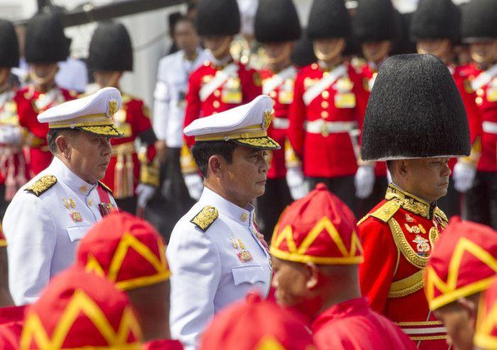 Premierminister Prayut Chan-o-cha (M.). Foto: epa/Pongmanat Tasiri