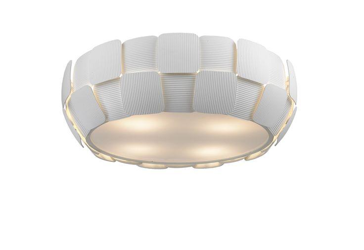 Lampa sufitowa Zuma Line SOLE to idealna propozycja dla osób ceniących sobie wysoką jakość i precyzję wykonania. Niebanalny wygląd zadowoli wszystkich, którzy szukają nie tylko lampy, ale także dodatku upiększającego np. salon czy sypialnię.