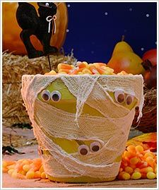Mummy jarCandies Jars, Halloween Parties, Halloween Decor, Crafts Ideas, Cute Ideas, Halloween Crafts, Flower Pots, Mummy Jars, Front Porches