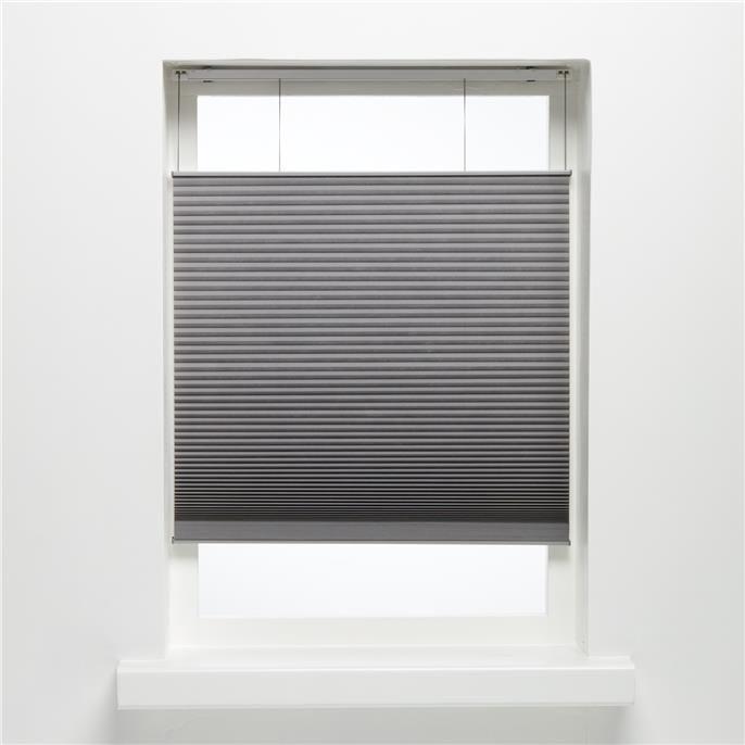 Plisségordijn van soepelvallende grijze stof. Stevig en kreukherstellend. 60x175 cm (bxh).