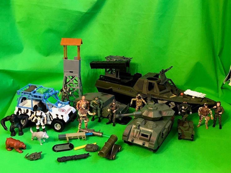 Lot of  GI Joe type Soldier Plastic Toy 4 Action Figures Army Guys Vehicles