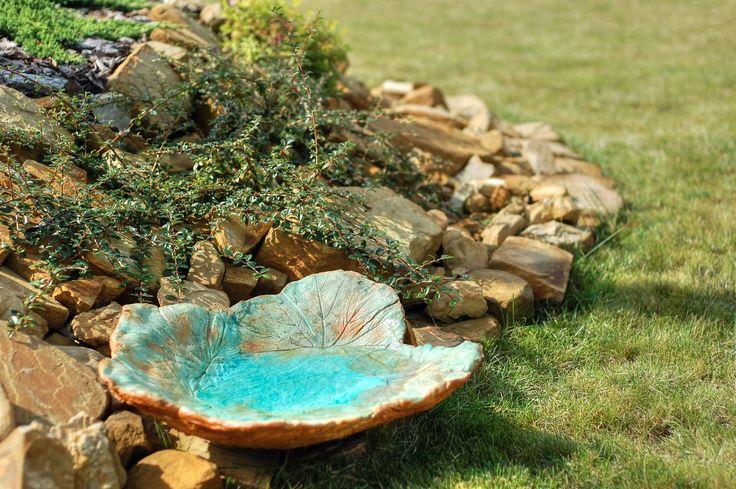 Poidło dla ptaków z fakturą liścia w kolorze błękitno-złotym