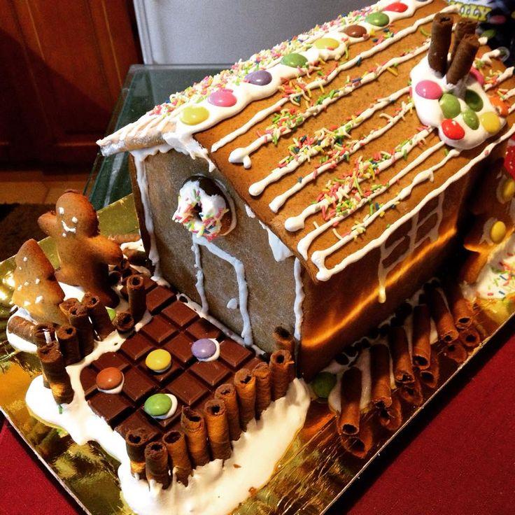 Χριστουγεννιάτικα Σπιτάκια  http://akispetretzikis.com/el/categories/glyka/christoygenniatika-spitakia