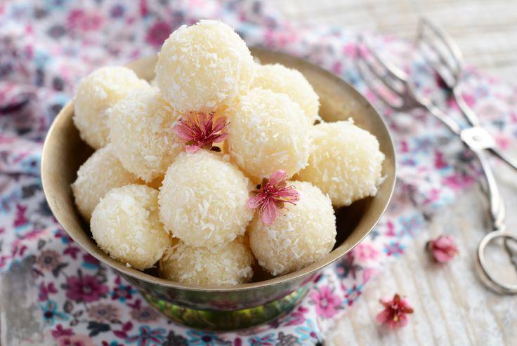Vanilla Coconut protein balls