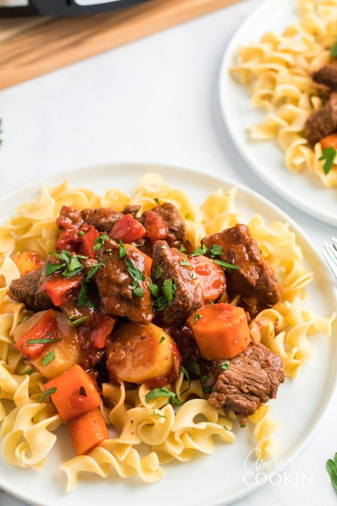 Slow Cooker Hungarian Goulash Noodles Amanda S Cookin In 2020 Goulash Recipes Goulash Ground Beef Goulash
