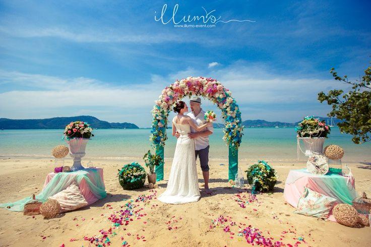"""Свадебная церемония в стиле """"Зефир"""" на райском пляже Пхукета."""