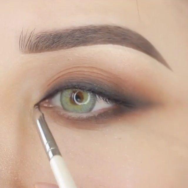 Follow @xmakeuptutsx #xmakeuptutsx for more!👸🏼 . . . #Repost @mrs_akaeva ・・・ . . . . . . .#fashionblogger#makeup #makegirlz #mmake#wakeupandmakeup #slave2beauty #makeupslaves #1minutemakeup #hudabeauty #vegas_nay #brian_champagne #AnastasiaBrows #howtodohair #girlzart #style #makevideos #makeuplover #makeupclips #makeupvideoss #glammakeupvideos