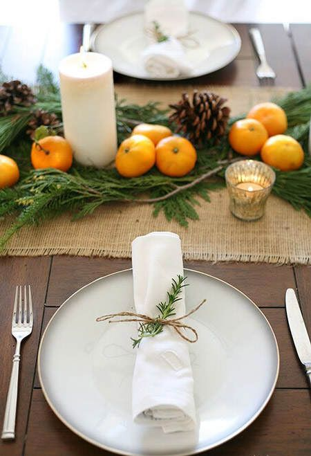Rama de pino y cordón para presentar la servilleta #ideas #decoracion #Navidad