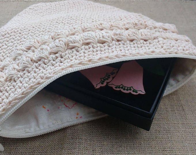 Crocheted purse/clutch vintage style, recycled material, light pink shade, cotton yarn, linen fabric lining, shabby chic, pouch, make up bag