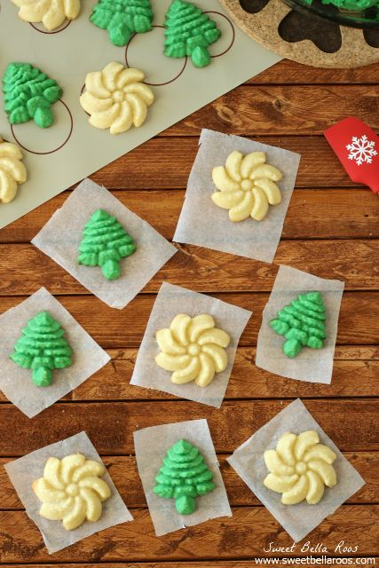 Classic Spritz Cookies- simple ingredients, easy to bake, and makes a lot! #Christmas #cookies