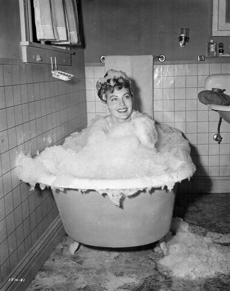 Ava Gadner bath