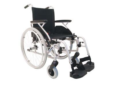 Lichtgewicht #rolstoel Litec- Zonder trommelrem Zitbreedte 39 cm Art. nr.: 900750100  Actief en mobiel in het leven  Zeer wendbaar en licht Armleggers wegklapbaar Voetplaten zijn wegklapbaar met hielband Beensteunen zijn in 6 stappen verstelbaar Gepolsterde rug en zitting Versterkt aluminium frame voor extra stabiliteit Kunststof voorvork voor een lager gewicht met 3 instel mogelijkheden Aluminium hoepel Quick release as Verkrijgbaar in 5 breedte maten: 39, 42, 45, 48, en 51 cm
