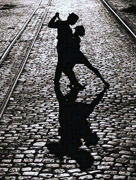 Para bailar el tango, se necesitan dos.