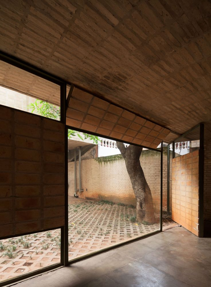 The project and construction of the house is presented as very personal challenge, its hedonistic goal almost forces the architectural piece to constitute the thought and knowledge of the architect. The long friendship, early from the formative years w...