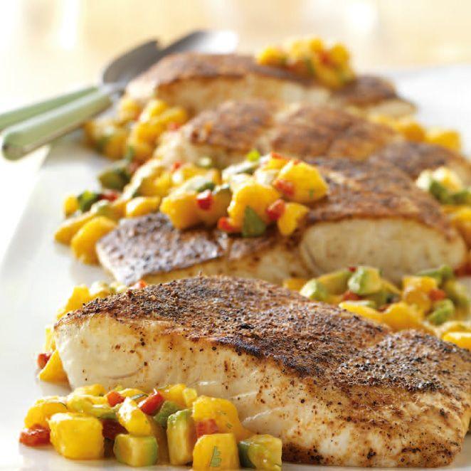 Scharfe Fischfilets mit Mango Avocado Salsa