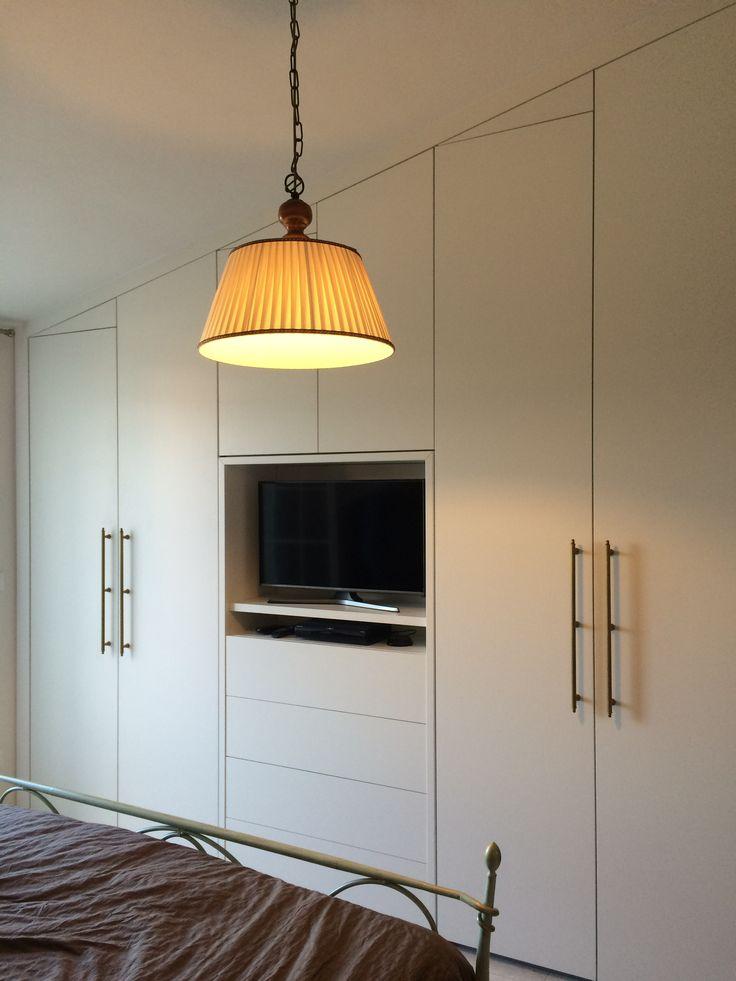Oltre 25 fantastiche idee su armadio per camera da letto for Camera da letto per mansarda ikea