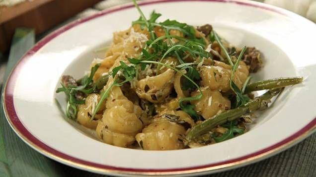 Lisa Lemke lagar en toppengod pasta med lövbiff.