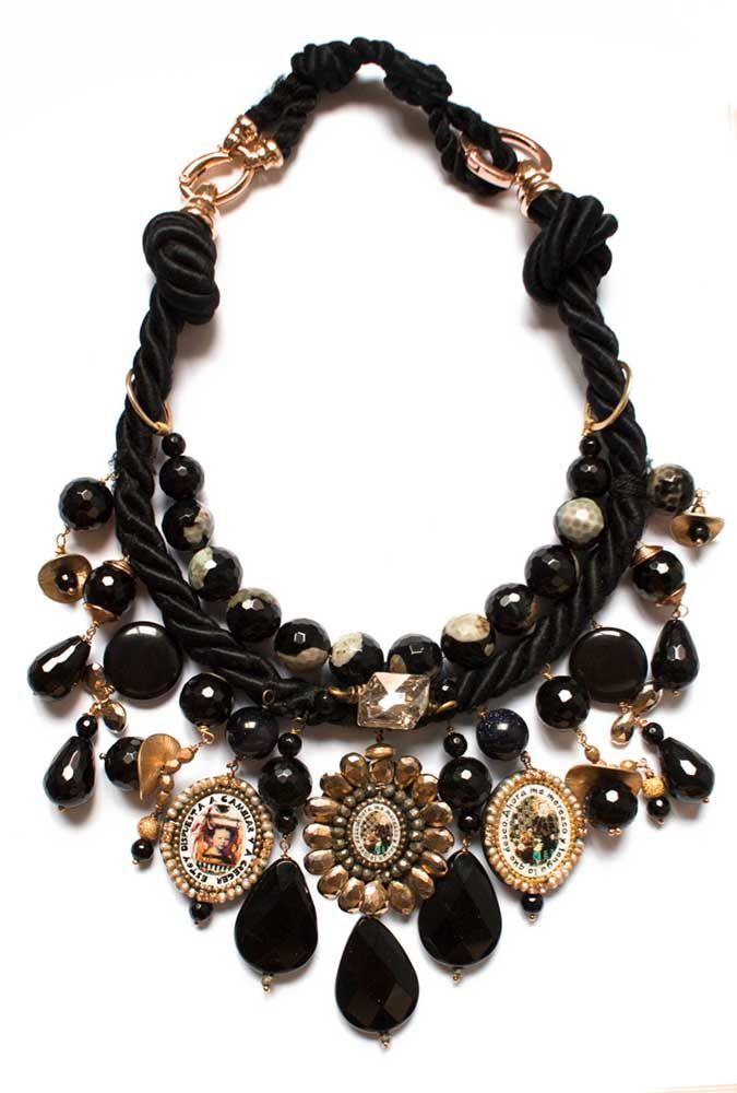 Onix piedra de Reyeso elNegro de los azabaches como la noche son algunas de las piedras semipreciosas que lo componen.  Collar Angels es un collar elegante, uno de mis preferidos, mi esencia. ...