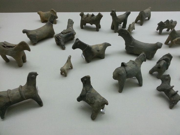 Horse-shaped earthenware excavated from Maro fortress. These are believed to be sacrafices to pray rainfall in the Joseon dynasty.  the horse didn't have their head which means they were decapitated.  but the horses on display have their head because the museum assembled them back again.  Decapitating a horse conducted when people held rites as a sacrifice.