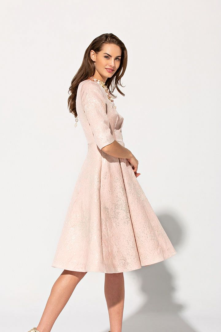 99a971590 Vestido lady Primavera Verano 2019 TERIA YABAR de tela brocada con ...