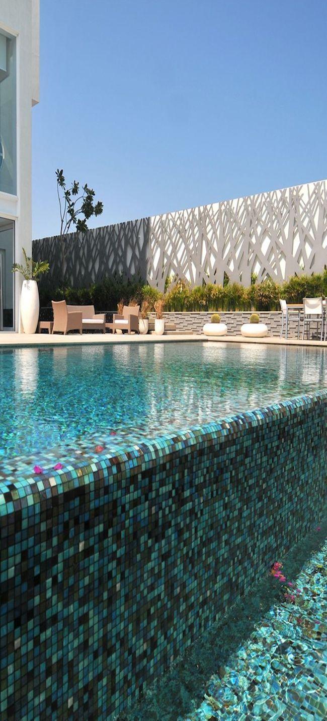 Villa In Bahrain Backyard Pool Pool Fence Pool Tile