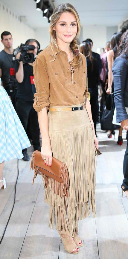 Olivia Palermo took on a Western-inspired look for the Michael Kors spring/summer 2015 show in a fawn suede fringe Michael Kors skirt that she paired with a tan button-down, a statement necklace, a fringe caramel brown clutch and neutral cut-out Aquazzura booties. Diese und weitere Taschen auf www.designertaschen-shops.de entdecken