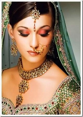 Indian bridal hair with tikka and side part