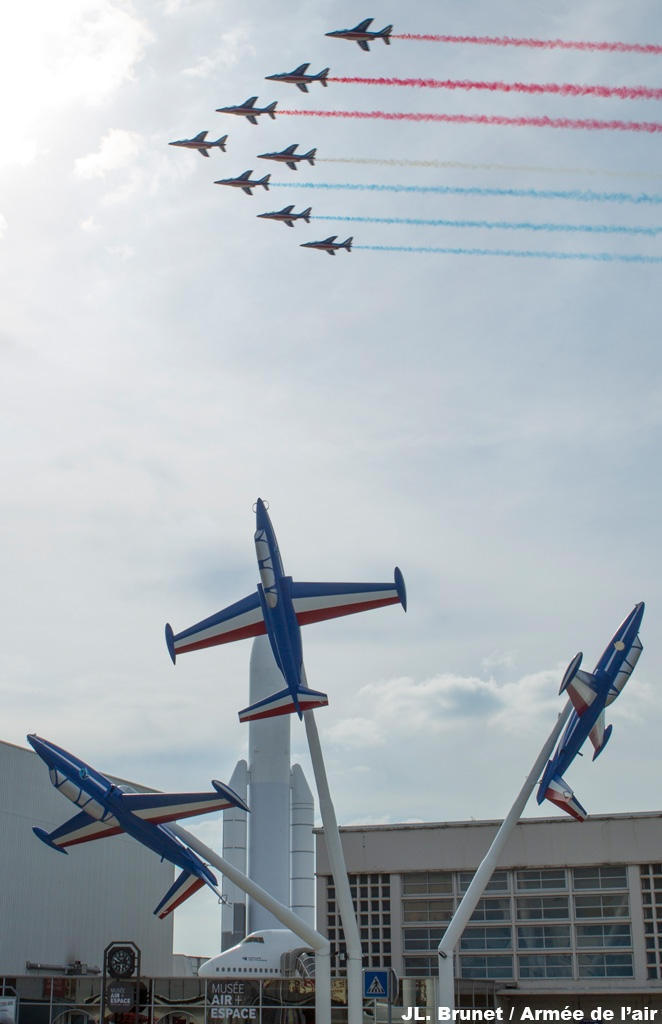 Fly past of the Patrouille de France Dassault Alphajets, over the Musée de l'Air et Espace, at Le Bourget, on the ocassion of the reinauguration of the entrance hall, restored to it's original appearance in 1937 (when it was a major airport). Also redisplayed after restauration the 3 Fouga Magisters (foreground), trainer/ground attack/COIN aircraft, & former mounts of the Patrouille for many years.