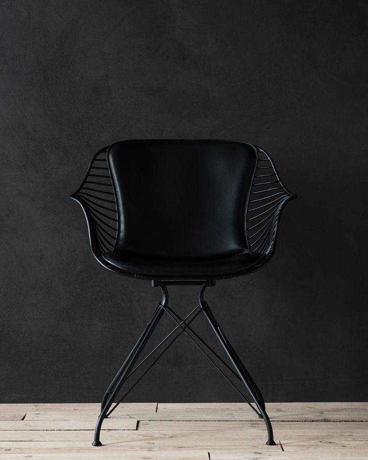 Matt black finish / Elegance black leather