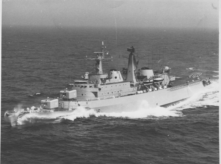 County Class Destroyer, HMS London, at speed