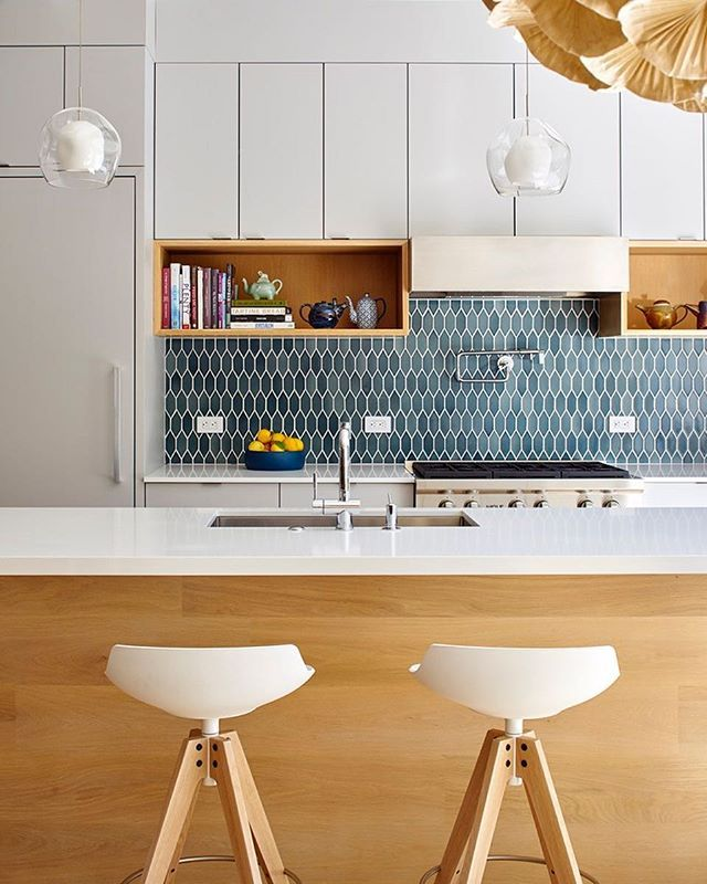 If you're looking for something other than white subway tiles in your #kitchen, consider a #backsplash with colors that are in the same family instead. Design by @yamamar_architecture  Photo by @brucedamonte