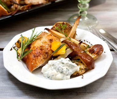 Recept: Helgrillad kyckling med päron och palsternacka
