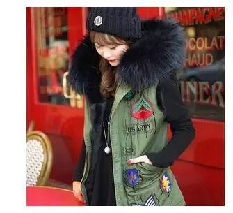 2015 insignia de la divisa winter jacket women coat mujeres moda de la calle gran mapache cuello de piel sintética con capucha verde del ejército chaleco más tamaño outwear