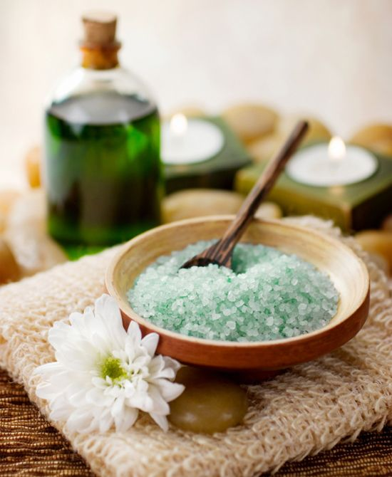 #SPA DATE Book an appointment for the two of you at the spa. Or save your pennies and create your own at-home spa :)