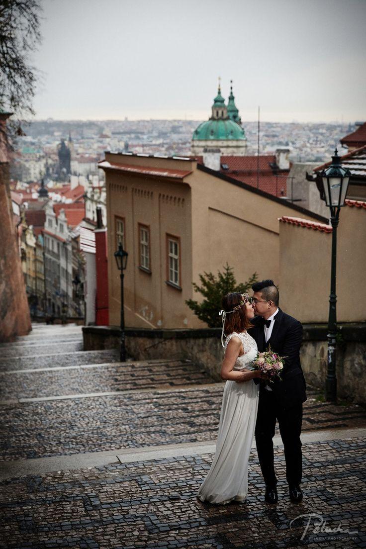 autumn pre-wedding in prague Castle stairs