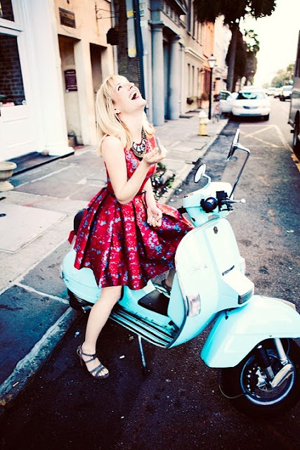 love these colors. and I still want a Vespa