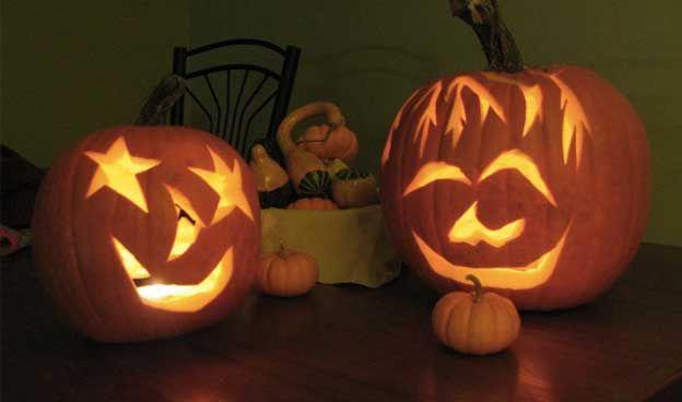 Vous aimez Halloween mais vous en avez assez de faire la même citrouille depuis des années ? Il se trouve que vous n'êtes pas obligés de réaliser la bonne vieille citrouille avec des yeux et un nez en forme de triangles et une bouche en zigzag et qu'il y a plein d'autres façons de customiser votre citrouille pour le soir du 31 octobre. Voici plusieurs idées trouvées sur Internet (merci Pinterest) pour une citrouille originale qui sera pâlir de jalousie vos voisins ! Si vous cherchez juste à…