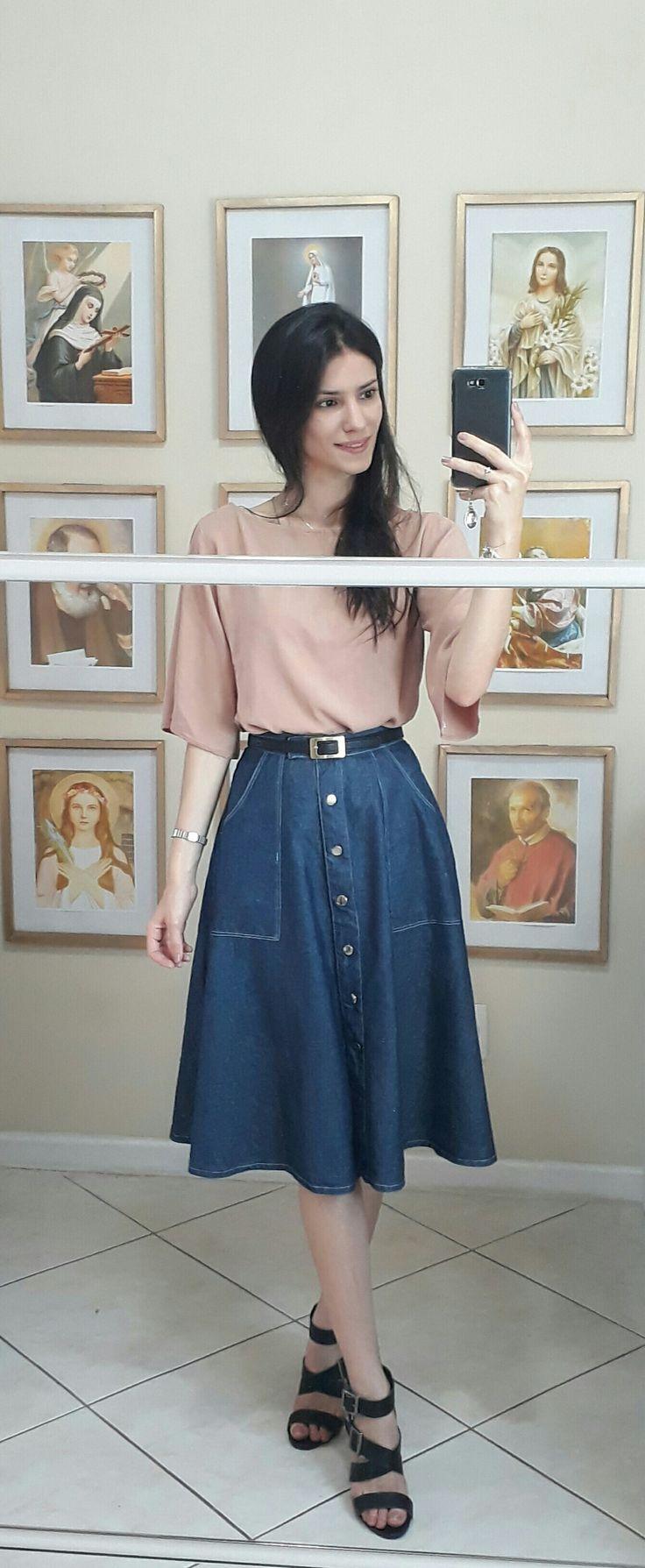 Pink blouse and denim midi skirt | Loja Modesta, Modestia, Modestia catolica, look loja modesta, modéstia