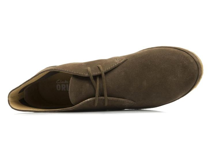 Décidemment, Clarks Originals à encore frappé. La Desert boot affinée porte parfaitement son nom : Desert Grace, autrement dit LA chaussure Easy du Printemps. Alors on retrousse son slim, on s'achète des paires de chaussettes de couleurs (je vous rappelle que les chaussettes ça se change tous les jours) et on chausse ces nouvelles it-shoes ! A acheter les yeux fermés. C'est une expression, Sarenza a beau être bien fichu, vous aurez besoin de vos yeux !
