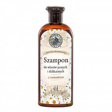 Szampon z rumiankiem - Produkty Benedyktyńskie    Szampon z rumiankiem przeznaczony jest do włosów jasnych i delikatnych. Zawiera wyjątkowo łagodne dla włosów i skóry głowy substancje myjące na bazie kokosu, któr...