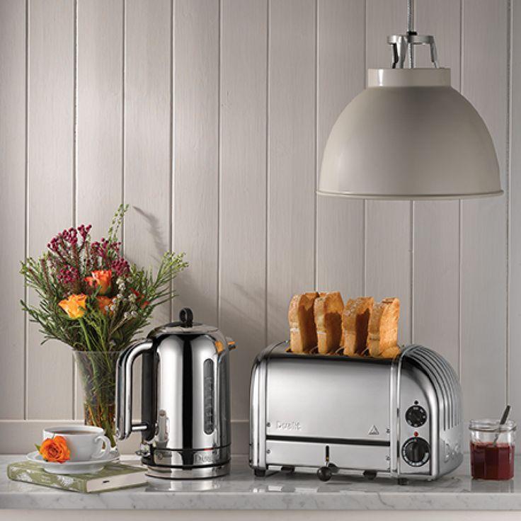 Dualit - 4 slice - Newgen - Kobber. Flott håndlaget Newgen brødrister i kobber fra Dualit. Brødristeren gir mulighet til å riste både tykke brødskiver, bagels og rundstykker. Du kan justere ristingsgraden ved hjelp av den mekaniske timeren.