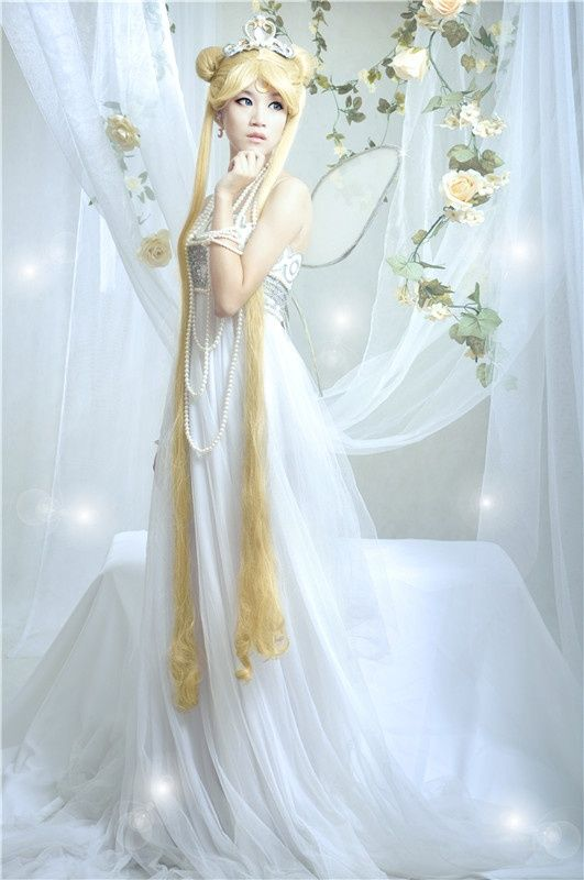 Wow so gorgeous Sailor Moon Serenity Princess cosplay long white dress fairy wings
