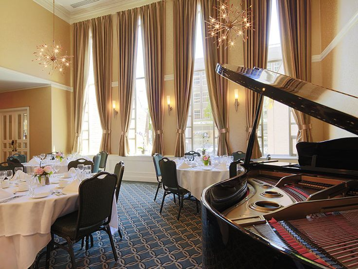 Within a two minute walk of BC Place Stadium, Georgian Court Hotel is centrally situated in Vancouver. It has a swimming pool, a sauna and a Jacuzzi.