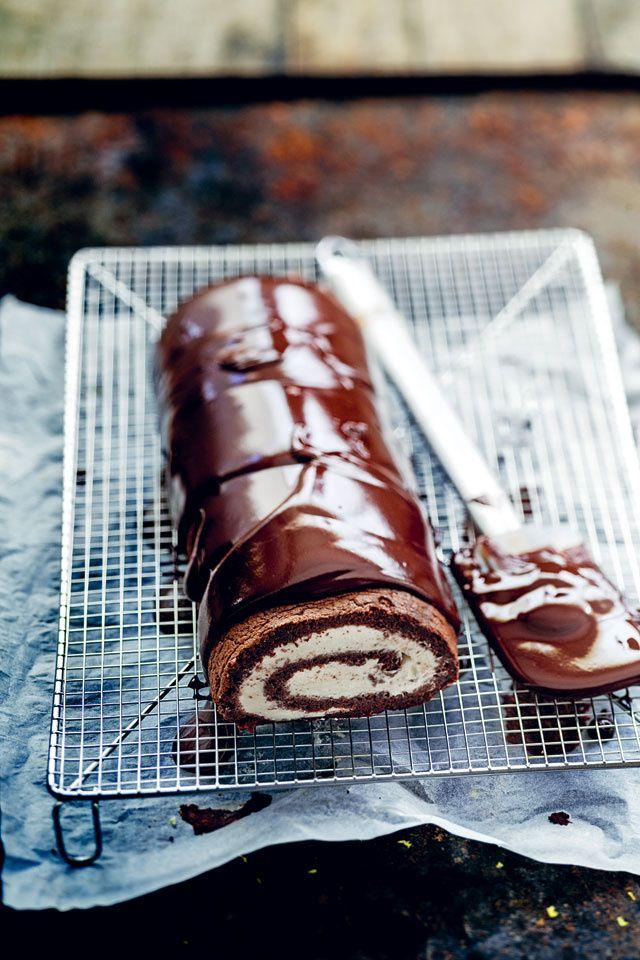 """Pour finir l'année et le repas en beauté, Glamour a sélectionné 4 recettes de gâteaux pour impressionner votre famille et vos invités. Au chocolat, aux framboises…Ces préparations imaginées par la foodista britannique Trish Deseine sont tirées de son livre """"Et mourir de plaisir"""" édité par Hachette Cuisine."""
