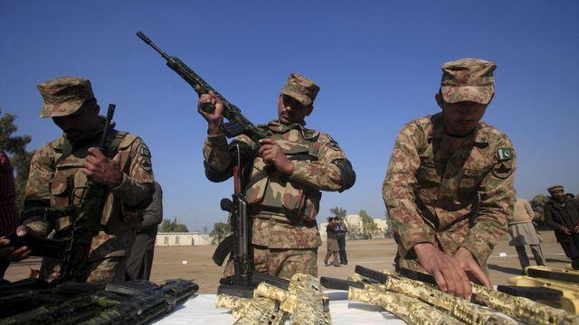 Ce n'est pas la première fois que le ministre de l'Intérieur pakistanais menace d'utiliser son arsenal nucléaire. Ici, des soldats pakistanais dans la région de Peshawar, le 27 janvier 2016.